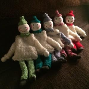 kézzel kötött babák