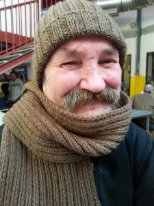 Sapka sál kötés hajléktalanoknak.