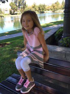 Bő aljú kötött kislány tunika
