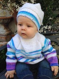 kötött baba pulcsi, raglán vonalas baba pulcsi