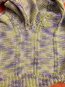kötött baba pulóver körbe kötve