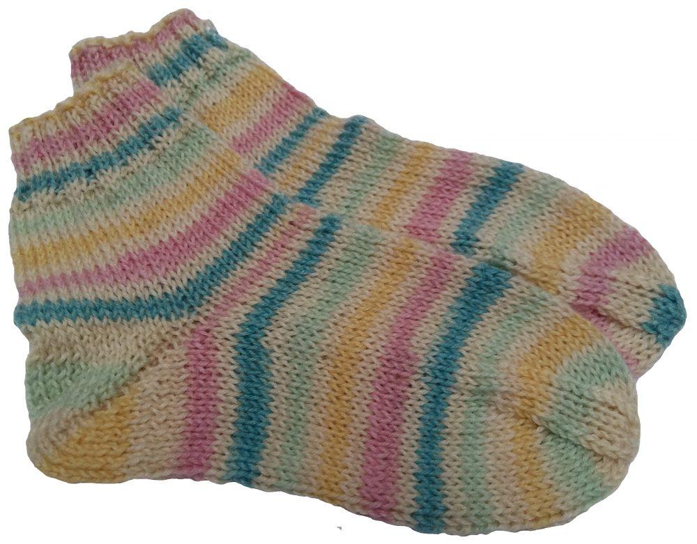 Kézzel kötött gyerek zokni bumeráng sarokkal