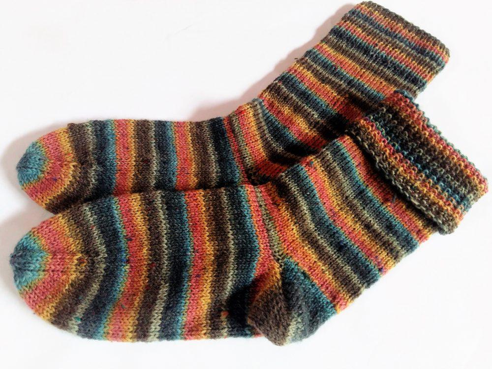 Kézzel kötött női zokni, visszahajtható szárral